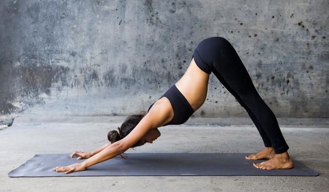 Yoga ile hem denge ve postürünüzü geliştirin, hem kaslarınızı güçlendirin hem de zihinsel olarak rahatlayın.